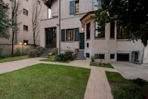 Suite Home Milano FIERA - overview of the villa from the garden