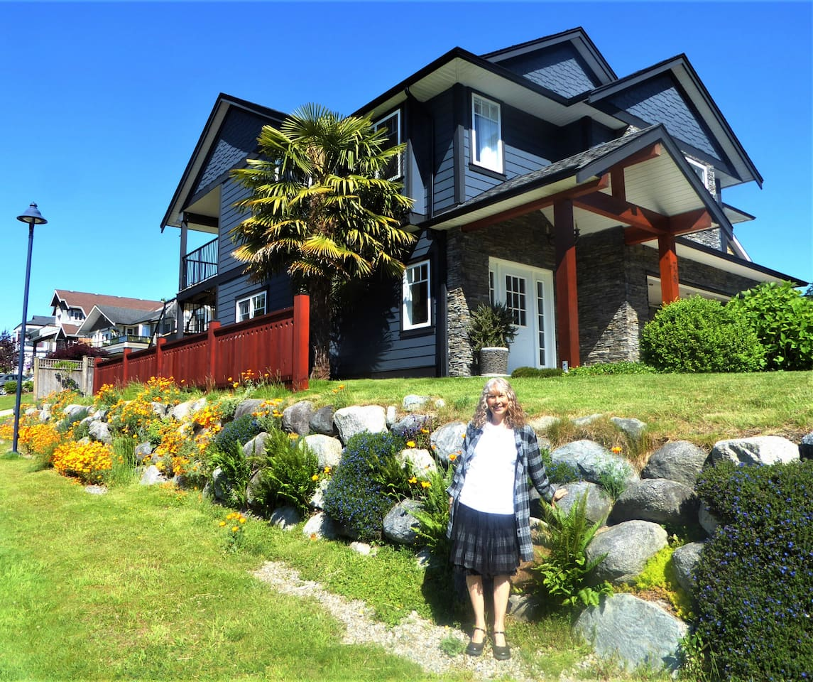 Located on a quiet  and safe corner lot. Easily accessible  by transit or car.  A scenic walk  down to Lower Gibsons, and a short walk to Upper Gibsons.