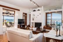 Sea front,amazing view, Alianthos Villa