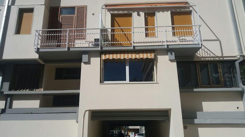 Grazioso bilocale vicino al mare - Carrara - Departamento