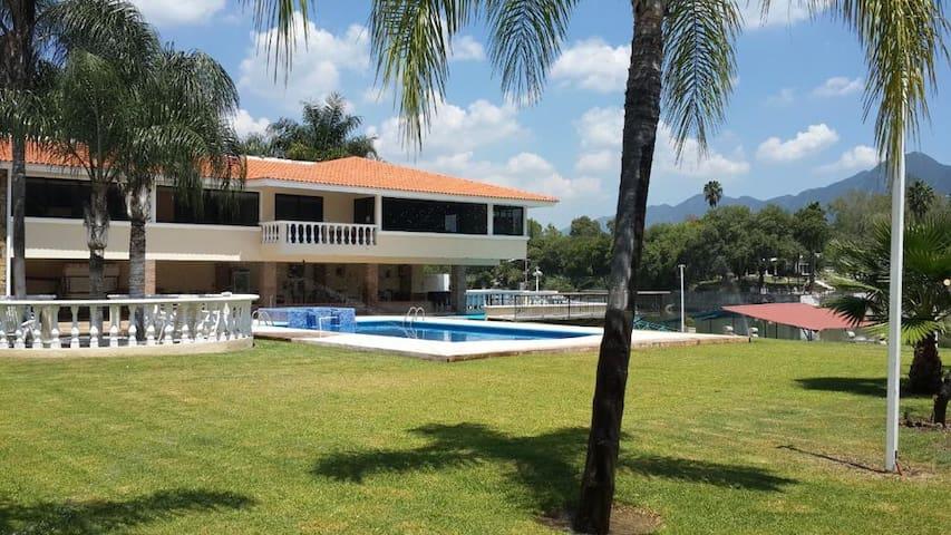Villa / Quinta de Lujo en la Presa de La Boca