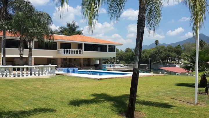 Villa / Quinta de Lujo en Santiago / Presa La Boca