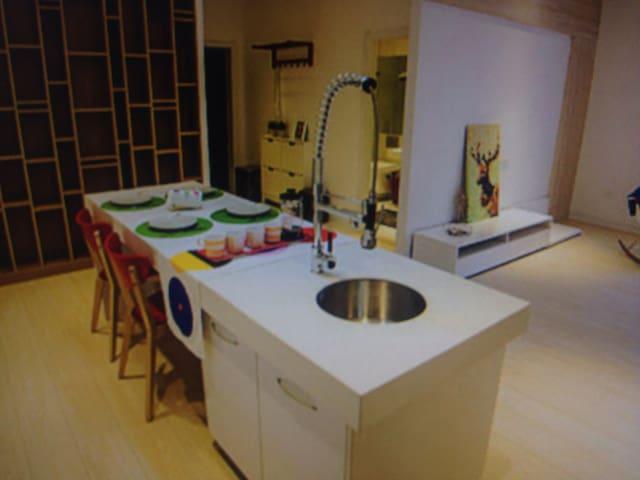 Cozy viewing room 2 Deluxe Suite - Aalborg - Casa