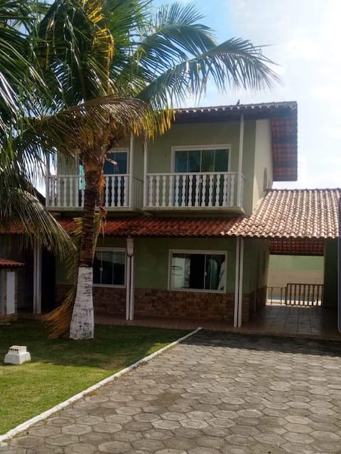 LARGE HOUSE WITH POOL AND BARBECUE GRILL!