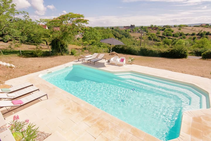 Sunny and beautiful gite with shared swimming pool and beautiful views.