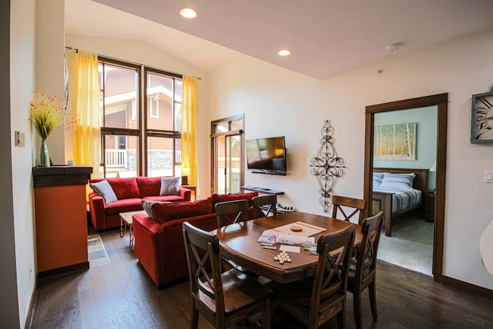 ST#41 An Elegantly Renovated Condo In Top Location