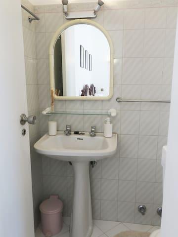 """ Violet "" bathroom in twin bedroom/studio - Relax in Vila Mimosa - Marina & sea view Albufeira"