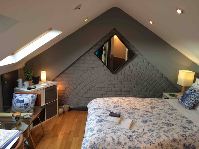 Dublin Central Bedroom with Ensuite B&B WIFI