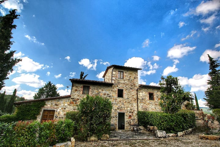 Alluring Farmhouse in Radda In Chianti with Patio
