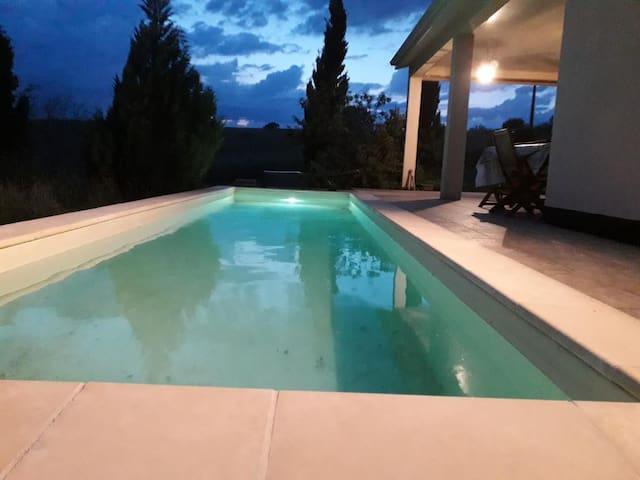 Charming Villa, Sleeps 8-10, Private Pool, WIFI