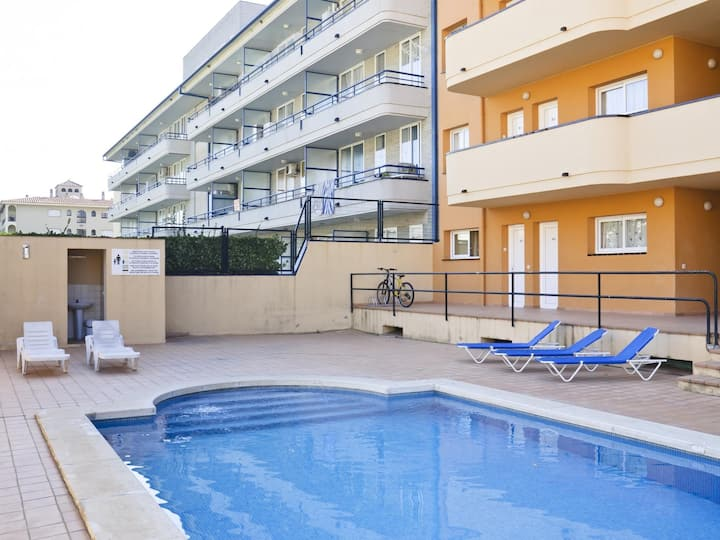 Apartments with communal pool for four people. Ref.Salats-24