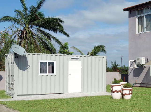 URiA SHIPPING CONTAINERS