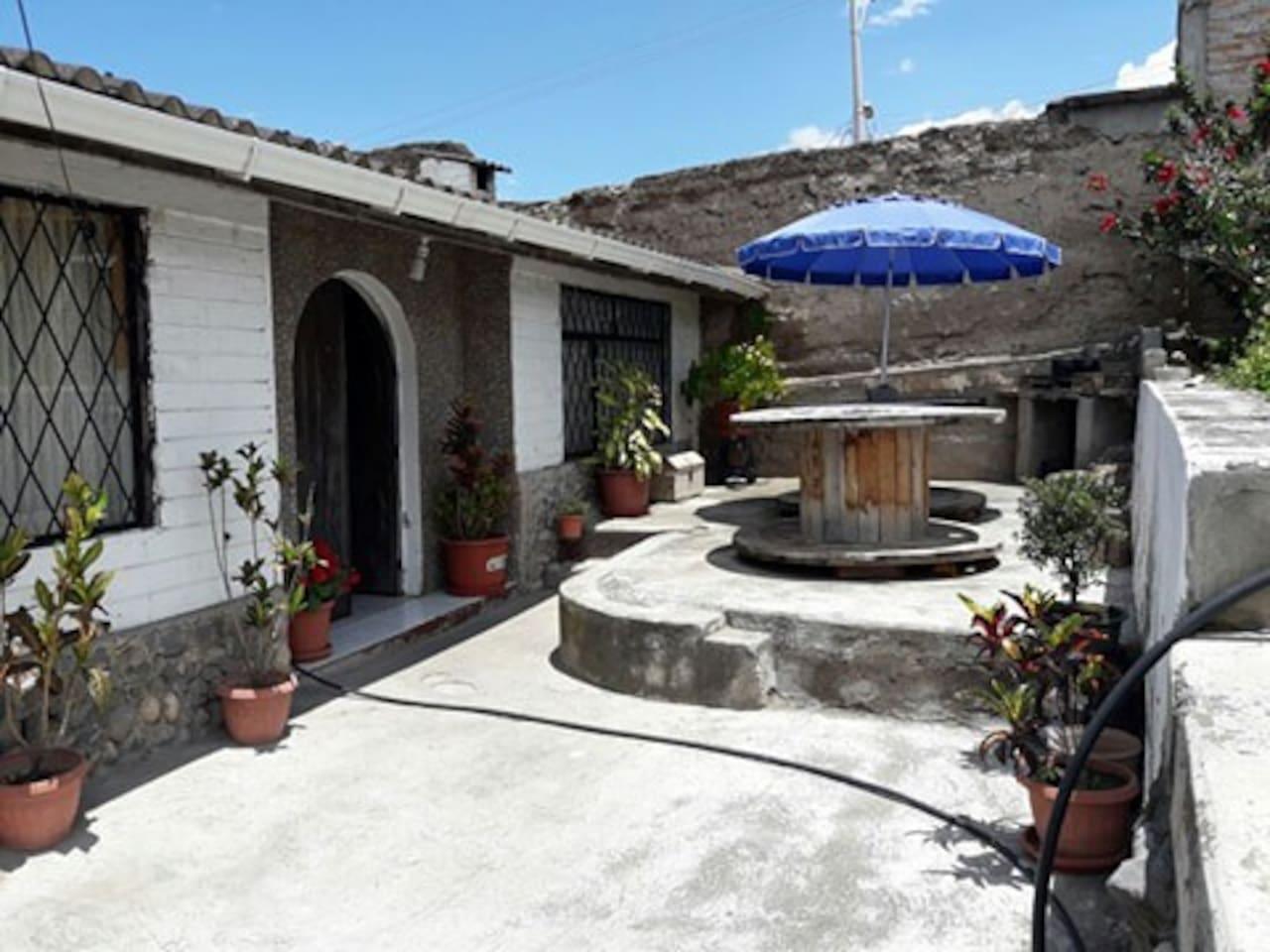 patio con garaje para 5 autos