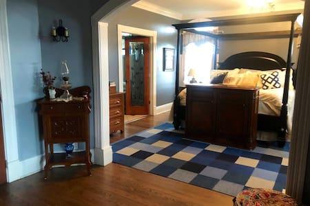 #2   S&K Getaway country suite