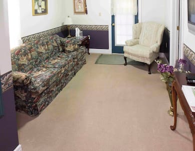 Turret Suite $147 - Lindsborg - House