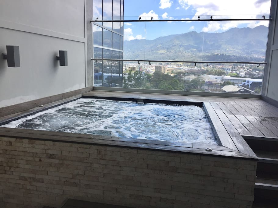 Jacuzzi 15th floor