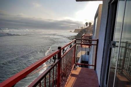 K38 Oceanfront DRAGON CASTLE- Penthouse + Hot Tub - Rosarito