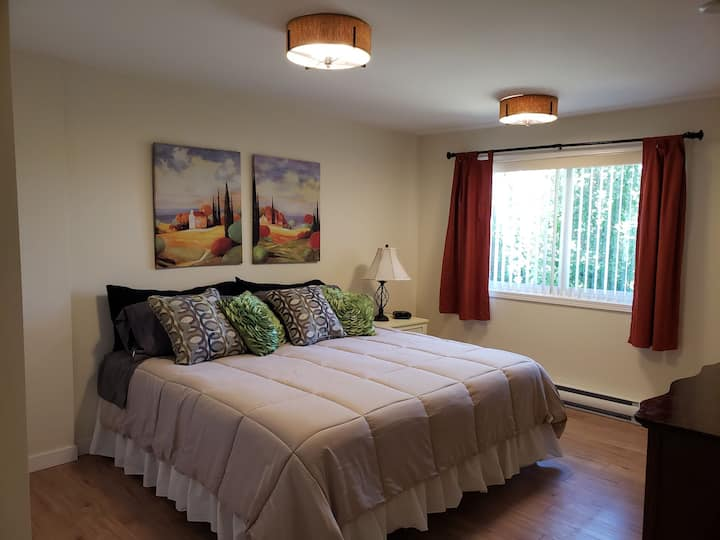 Spacious newly renovated 3 bedroom suite, sleeps 6