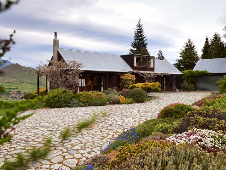 Nerenok - Dalefield Rural Holiday Home Only 10 Minutes From Queenstown!