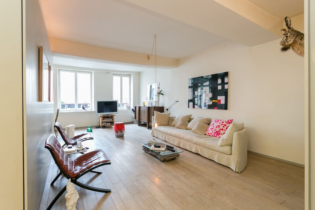 spacious designer loft in paris 39 center lofts for rent in paris le de france france. Black Bedroom Furniture Sets. Home Design Ideas