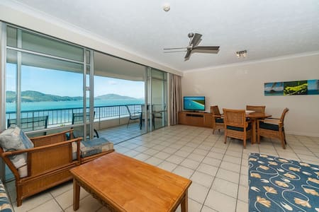 Resort-style apartment with panoramic beach views! - Whitsundays