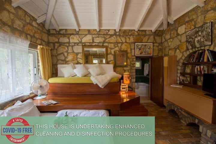 Stonebuilt mini Villa with private pool & gardens