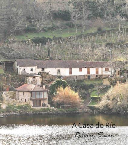 Una casa a orillas del Miño en la Ribeira Sacra.