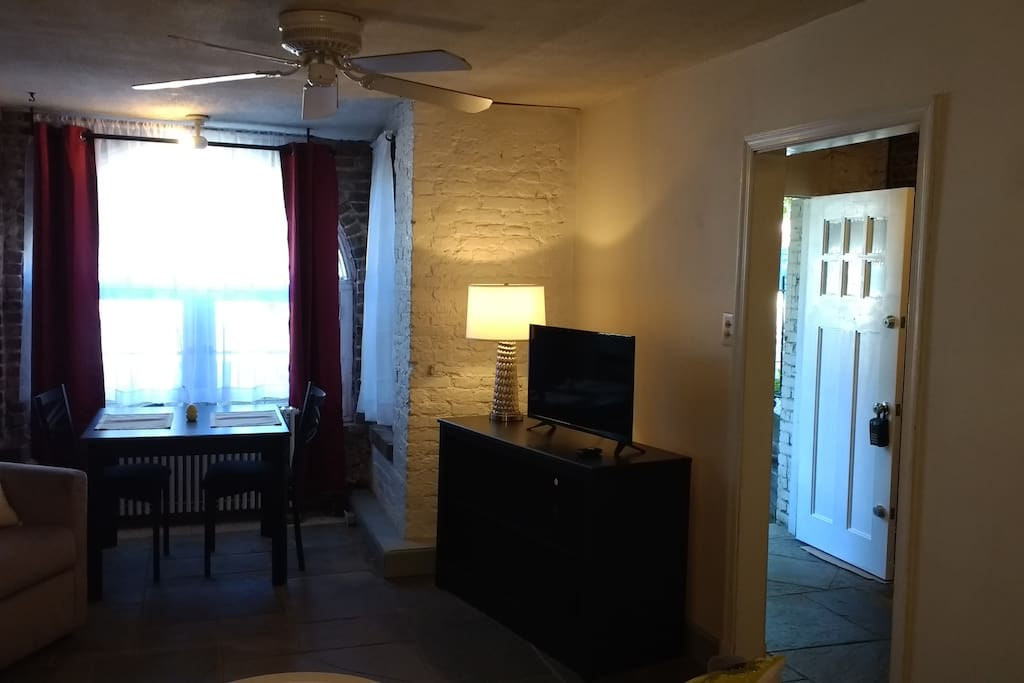 private 1 bedroom apartment in mt vernon square