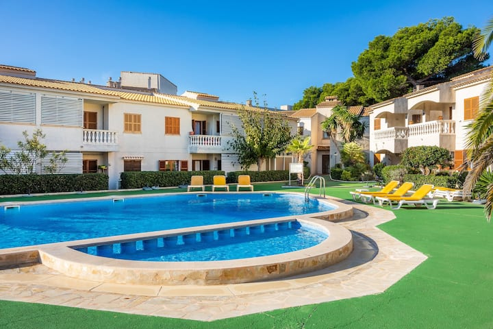 Beautiful Holiday Home Can Nogueras with Wi-Fi, Balcony, Terrace, Shared Pool & Shared Garden; Parking Available