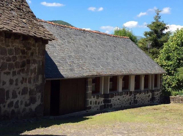 Entre Vic et Polminhac Gite Le Buron - Vic-sur-Cère - Dům