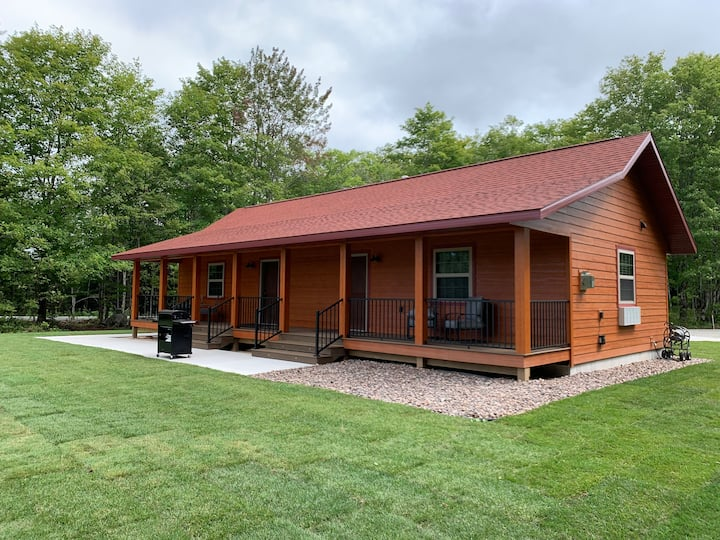 Pictured Rocks Cabins (Chapel Rock Suite) NEW