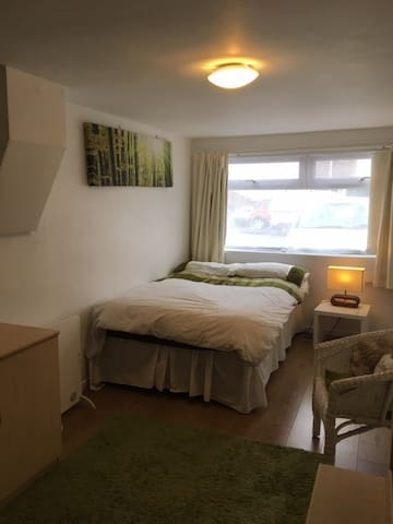 studio Flat available/ Cardiff 10 mins drive