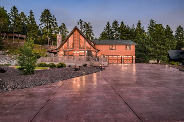 New Listing! Stunning, Luxurious, Log Cabin Sanctuary. Central Location!