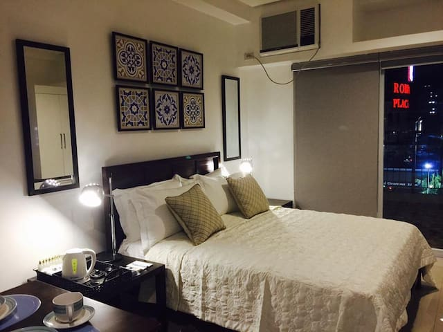 Condo close to Robinsons 2pax (max 3pax) w/pool