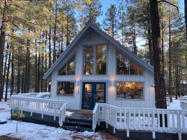 The Chalet '74 - luxuriously renovated, sleeps 14+