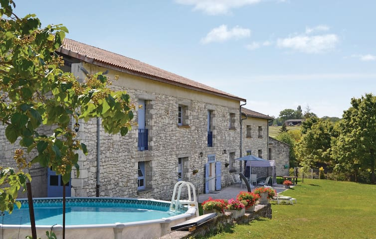Semi-Detached with 2 bedrooms on 85m² in Belvèze