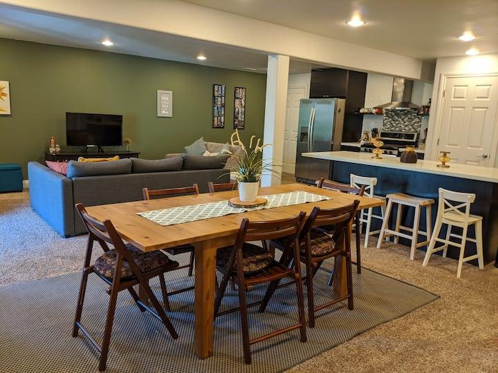 Bright basement private guest suite in Bellingham
