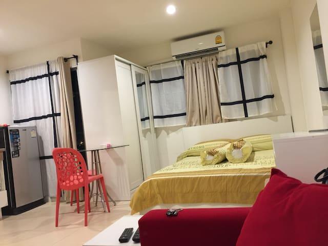 Cosy, high floor 23 sqm studio on Ramindra Road - Bangkok - Condominio