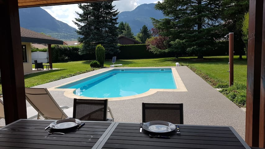 Studio independant 2mn Sortie A40 calme piscine