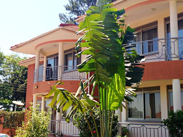 Two bedroomed fully furnished apartments - Kampala - Pis