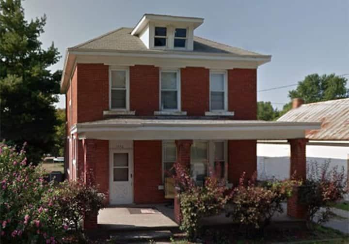 Nauvoo's Beautiful Brick Home Sleeps 8