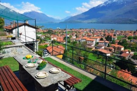 Casa Gobbetti with amazing terrace with lake view - Dongo - Дом
