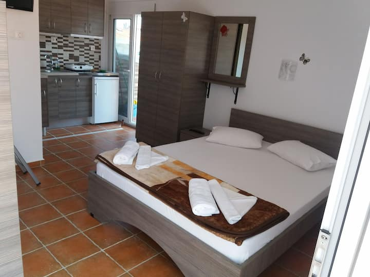 Room for 4 people 60m from the beach