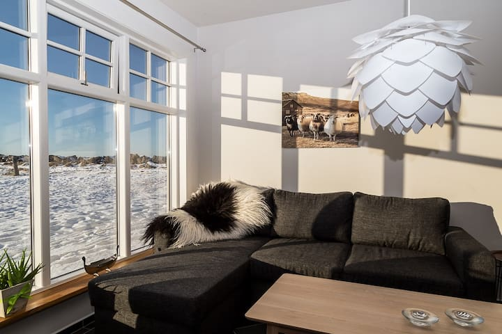 Beautiful apartment by the sea - Garðabær - Apartment