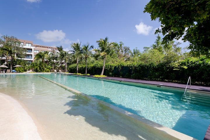 Luxury Apartment in the Paradise Condo