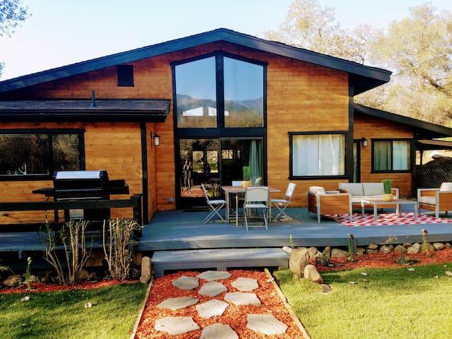 Contemporary River Retreat House !!!