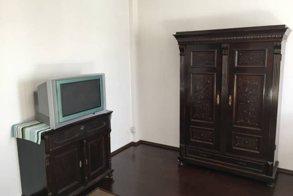 Big bedroom / TV and wardrobe