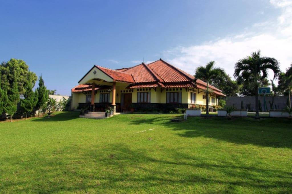 Villa 139 bogor villas for rent in bogor west java for Kitchen set bogor