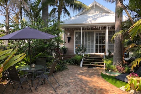 """Lakeside Bungalow"" on Lake Macquarie NSW"