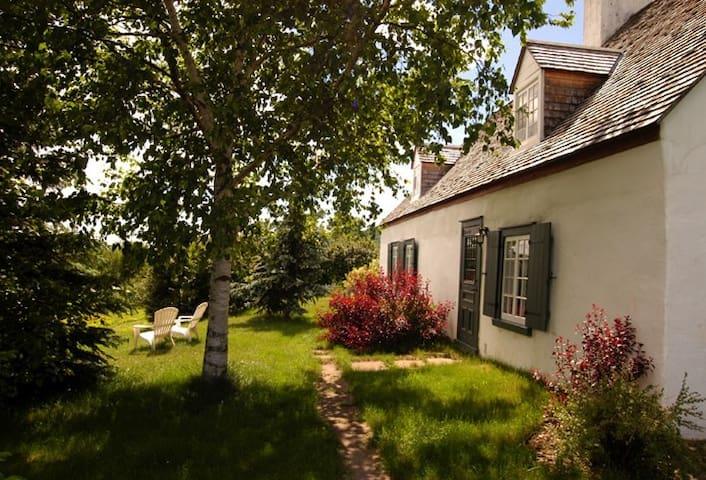 Maison Ancestrale du Mont Saint-Anne à St-Férriole - Saint-Ferréol-les-Neiges - Casa
